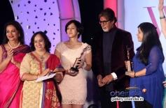 Amitabh Bachchan with the winners at Lavasa Women's Drive 2014