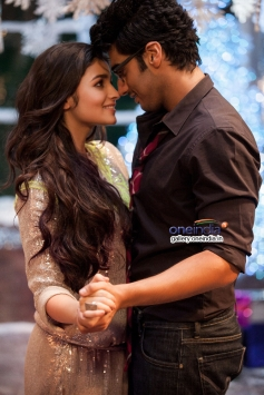 Arjun Kapoor and Alia Bhatt romantic still from 2 States