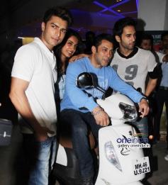 Bilal Amrohi, Salman Khan, Sarah Jane and Pulkit Samrat at O Teri film special screening