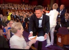 Brad Pitt serves pizza at Oscars 2014