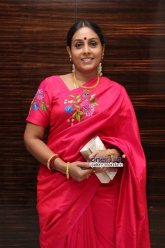 Saranya at Naan Sigappu Manithan audio launch