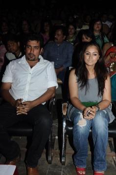 Simran Bagga with husband Deepak Bagga at Soulmates Awards 2014