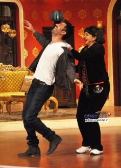 Harman Baweja having fun on the sets of Comedy Nights with Kapil