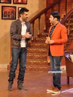 Harman Baweja and Kapil Sharma on the sets of Comedy Nights with Kapil