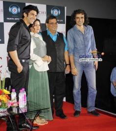 Kaanchi film starcast poses with Imtiaz Ali