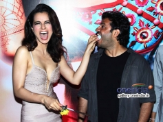 Kangna Ranaut shares a piece of cake with Vikas Bahl at Queen film success bash
