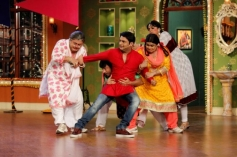 Kapil Sharma celebrates Holi on the sets of Comedy Nights with Kapil