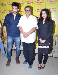 Kartil Aryan, Subhash Ghai and Mishti on Radio Mirchi to promote Kaanchi