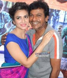 Kriti Kharbanda, Shivrajkumar at Belli Movie Launch
