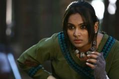 Lakshmi Priyaa still from film Sutta Kadhai