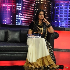 Mahie Gill promote Gang Of Ghosts on the sets of Mad In India