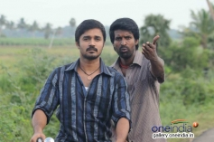 Michael Thangadurai and Soori still from Nalanum Nandhiniyum