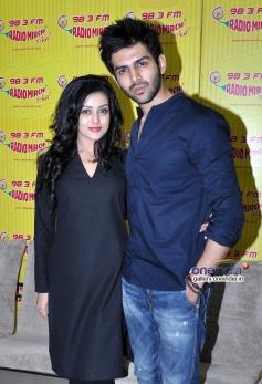 Mishti with Kartik Aryan on Radio Mirchi to promote Kaanchi