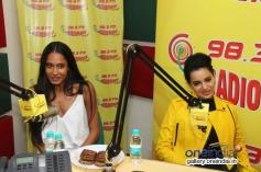 Queen film stars Kangna Ranaut and Lisa Haydon at Radio Mirchi Mumbai