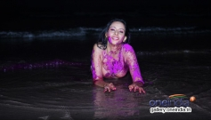 Rozlyn Khan's sizzling Holi celebration