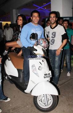Salman Khan with Sarah Jane Dias and Pulkit Samrat at O Teri film special screening