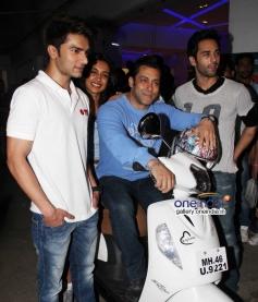 Salman Khan with Sarah Jane, Pulkit Samrat and Bilal Amrohi at O Teri film special screening