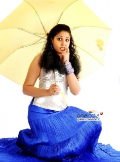 Sandra Amy photoshoot still