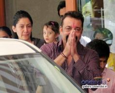 Sanjay Dutt leaves for Yerwada Jail