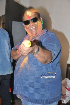 Satish Kaushik celebrates Holi at Mehboob Studio
