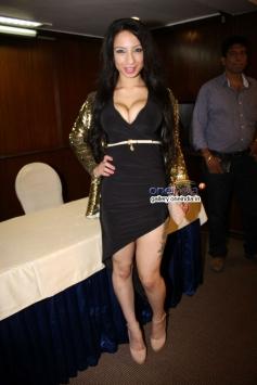 Shanti Dynamite enters Bollywood