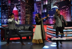 Sharman and Mahie Gill performs on the sets of Mad In India
