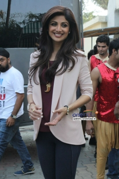 Shilpa Shetty during the promotion of film Dishkiyaoon on the sets of Boogie Woogie