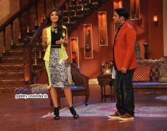 Shilpa Shetty and Kapil Sharma on the sets of Comedy Nights with Kapil