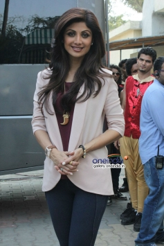 Shilpa Shetty on the sets of Boogie Woogie