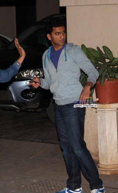 Siddharth Malhotra and Ayan Mukerji snapped at Karan Johar's house