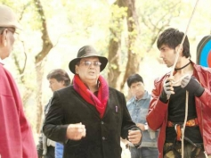 Subhash Ghai and Kartik Tiwari on the sets of Kaanchi