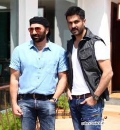 Sunny Deol and Harman Baweja at media interaction of film Dishkiyaoon