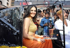 Sunny Leone arrives at Ragini MMS 2 success bash