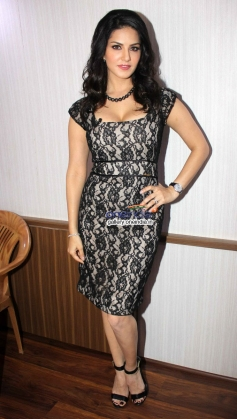 Sunny Leone promote Ragini MMS 2 on Comedy Nights With Kapil