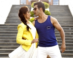 Varun Dhawan and Ileana D'Cruz still from Main Tera Hero