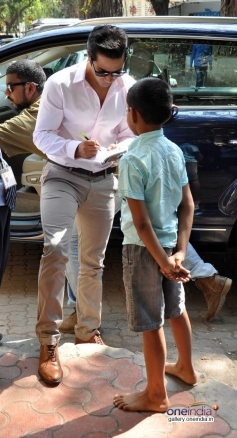 Varun Dhawan Signs Autography to a Child
