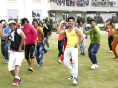 Varun Dhawan still from Main Tera Hero