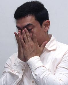 Aamir Khan gets emotional as he pledges to donate his organs