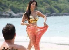 Adiction on the beach with Sunny Leone