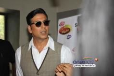 Akshay Kumar promote film Holiday on the sets of Zee TV's DID Little Master Season 3