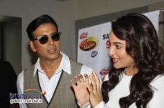 Akshay Kumar and Sonakshi Sinha on the sets of Zee TV's DID Little Master Season 3