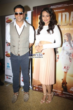 Akshay and Sonakshi promote Holiday film on the sets of Zee TV's DID Little Master Season 3