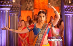 Alia Bhatt still from 2 States film song Iski Uski