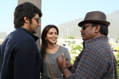Arya and Amala with Parthiban on the sets of Kathai Thiraikathai Vasanam Iyakkam