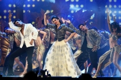 Deepika Padukone performs at IIFA Awards 2014