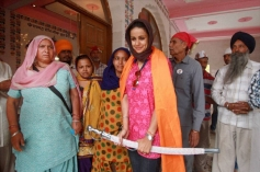 Gul Panag holding a sword at a Gurudwara during her election campaign for Lok sabha election
