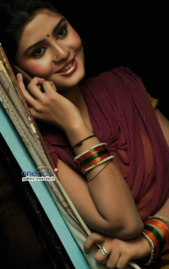 Harini stills from Pichekkistha Movie