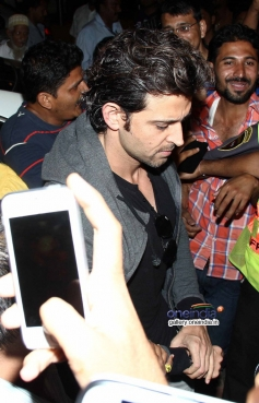 Hrithik Roshan leaves for IIFA 2014