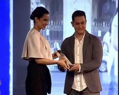 Kangna Ranaut and Aamir Khan at NDTV Indian of the Year Awards ceremony