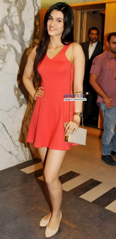 Kirti Sanon at 2 States Special Screening at Yash Raj Studios